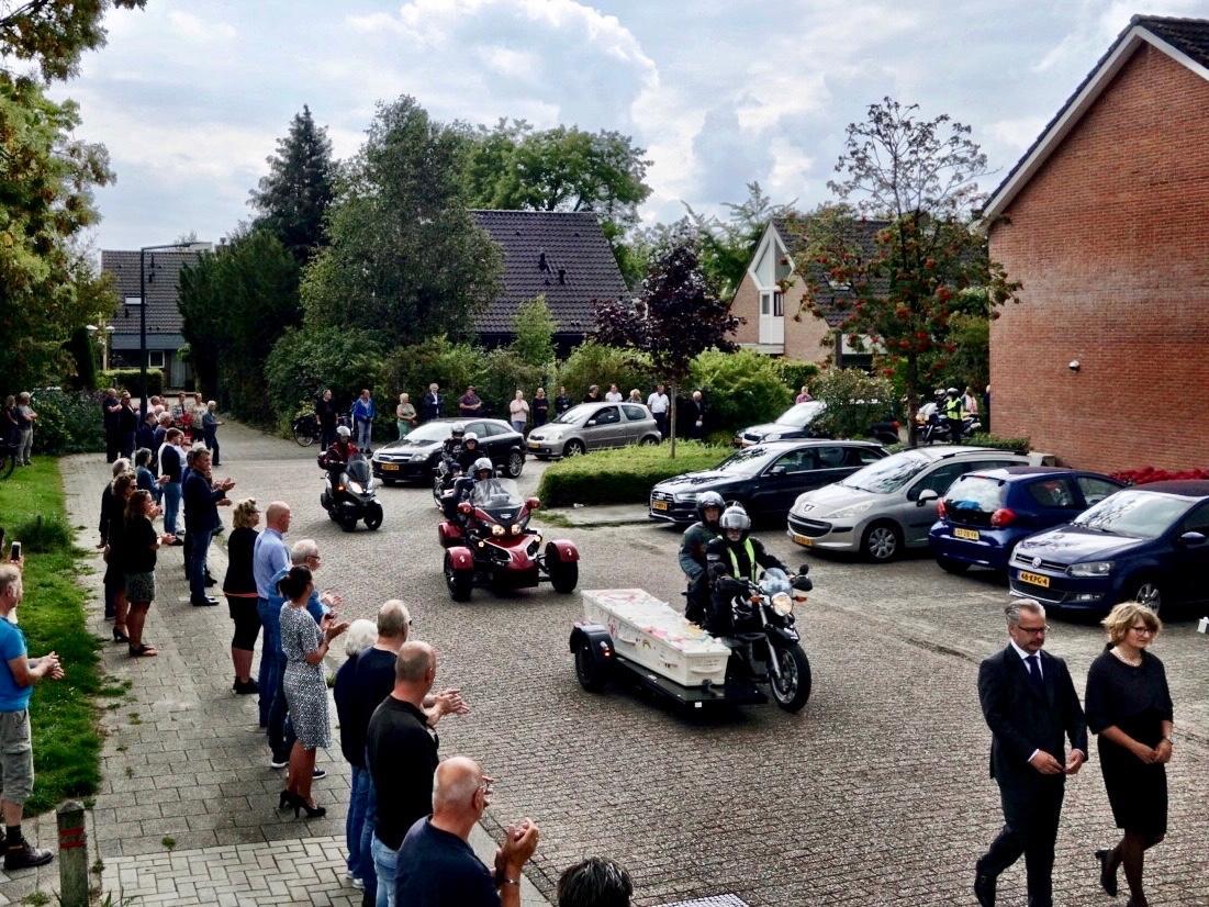 Erehaag bij laatste motorrit voor voormalig Hoorns raadslid Dirk van der Duin