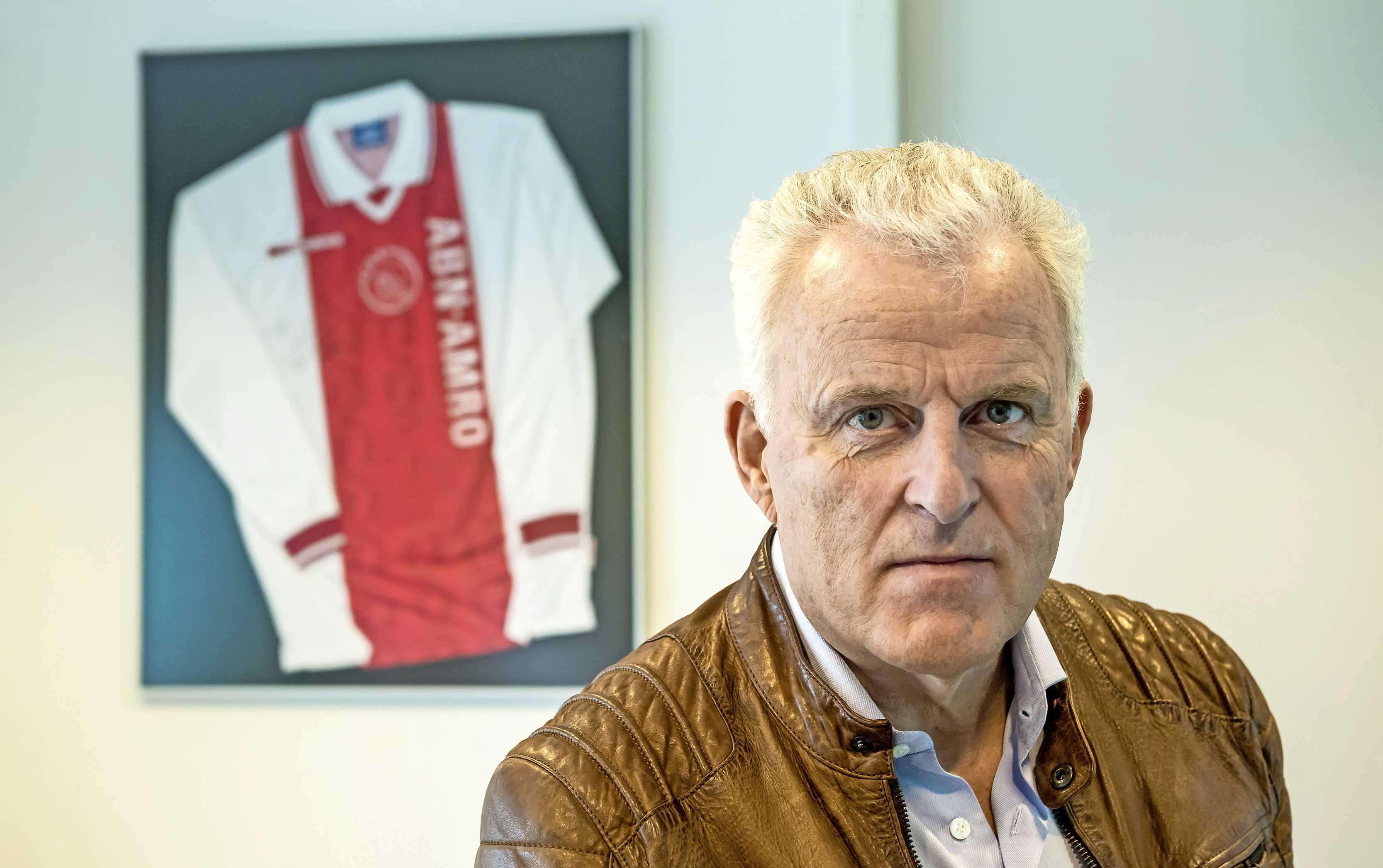 Ajax brengt na oefenzege eerbetoon aan Peter R. de Vries