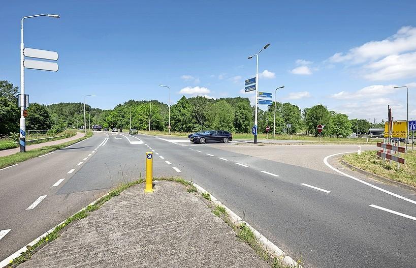 Er komen verkeerslichten bij oprit N208 vanaf de Rijksweg in Velsen-Zuid. Kruising zal drukker worden met de bouw van 380 woningen in de buurt