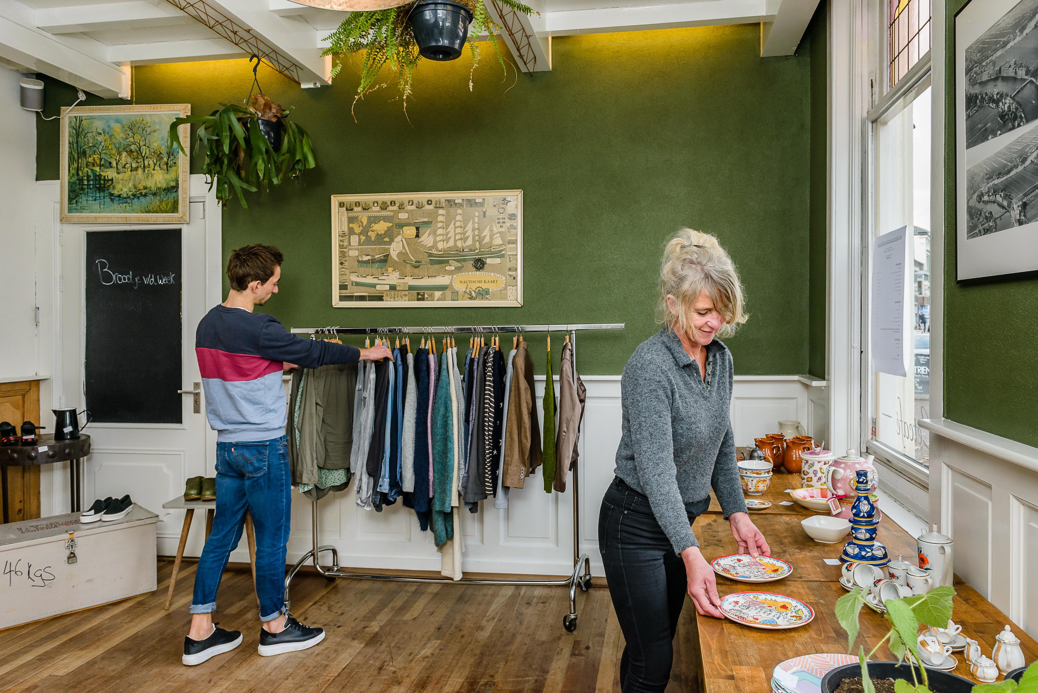 Creatief in coronatijd: Wormerveers eetcafé tovert locatie om tot vintage pop-upstore