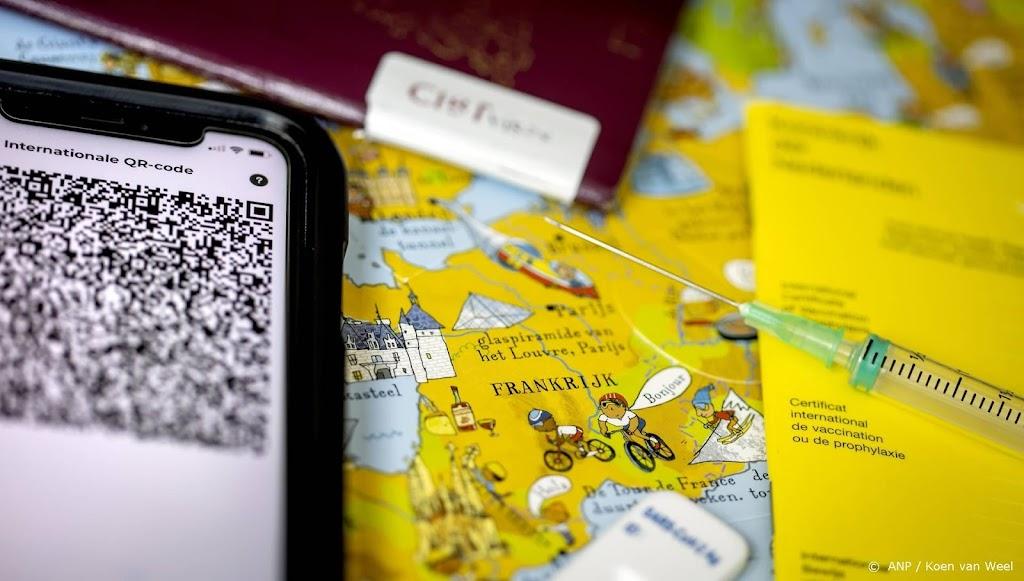 Reizigers wacht per 8 augustus controle op coronatestbewijs