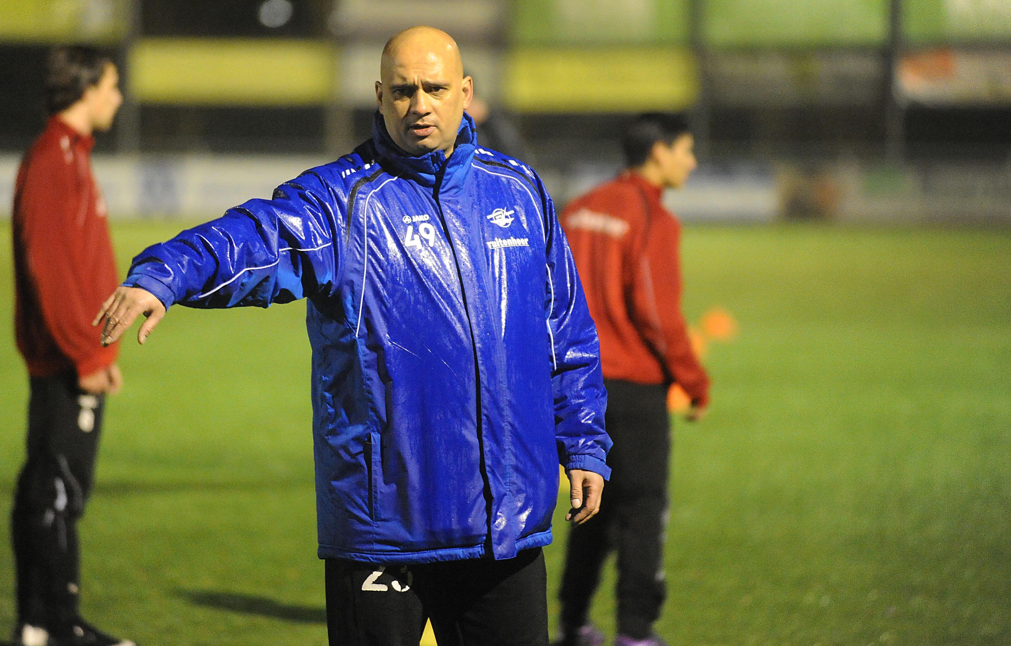 Mohad Zaoudi blijft nog een jaar bij ZOB en wordt daarmee de langst zittende trainer ooit bij de zaterdagclub