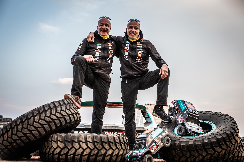 Tim en Tom Coronel begonnen voorzichtig, maar rukken nu gestaag op in de Dakar Rally. Hun 'The Beast' is de enig overgebleven Nederlandse deelnemer in het autoklassement