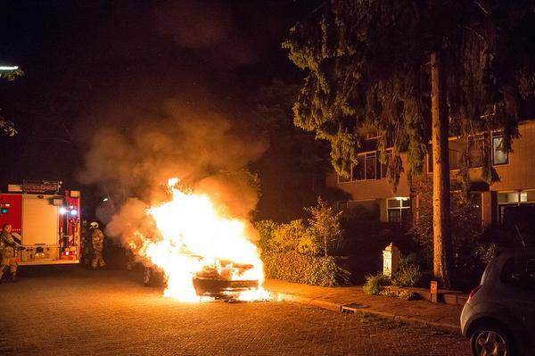 Range Rover uitgebrand in Baarn