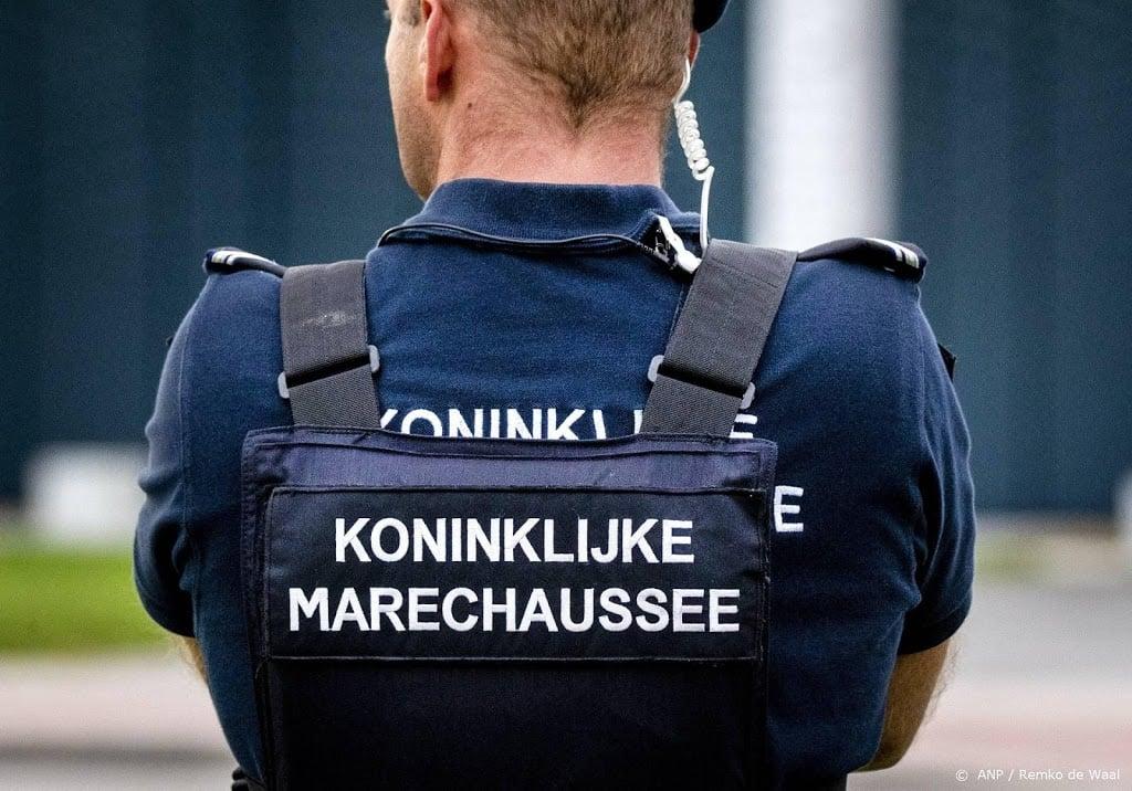 Marechaussee 101 keer opgeroepen wegens overlast in vliegtuigen