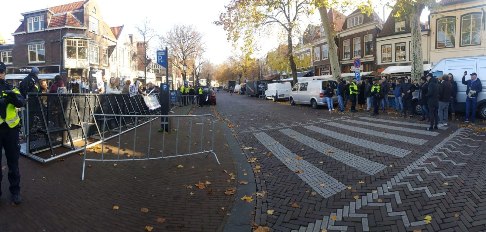 Pro-Pietendemonstratie Hoorn teruggedreven in Leliestraat [video] [fotoserie]