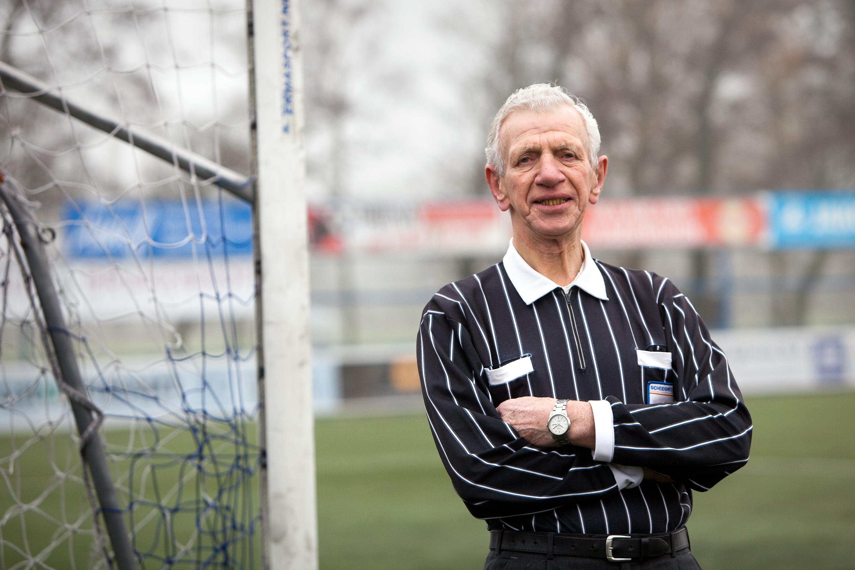 Piet van Zijl (83) is en blijft Superezel. De Heemskerkse scheidsrechter neemt na 40 jaar afscheid als vaste leidsman van ADO'20. 'Heb geen zin meer in regen en kou'