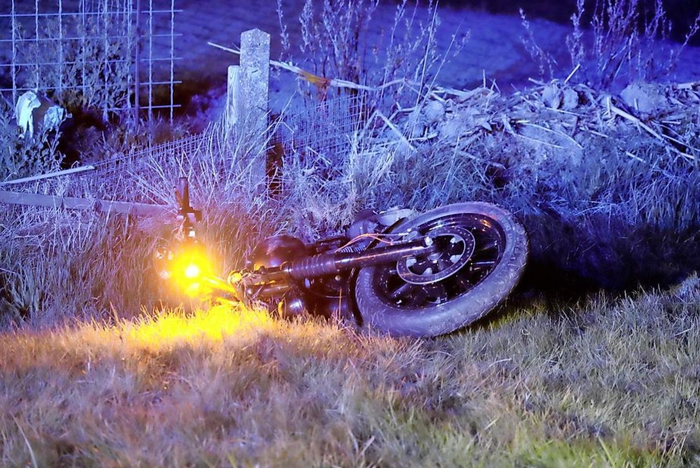 Motorrijder die zwaargewond raakte bij botsing op N99, verkeert buiten levensgevaar