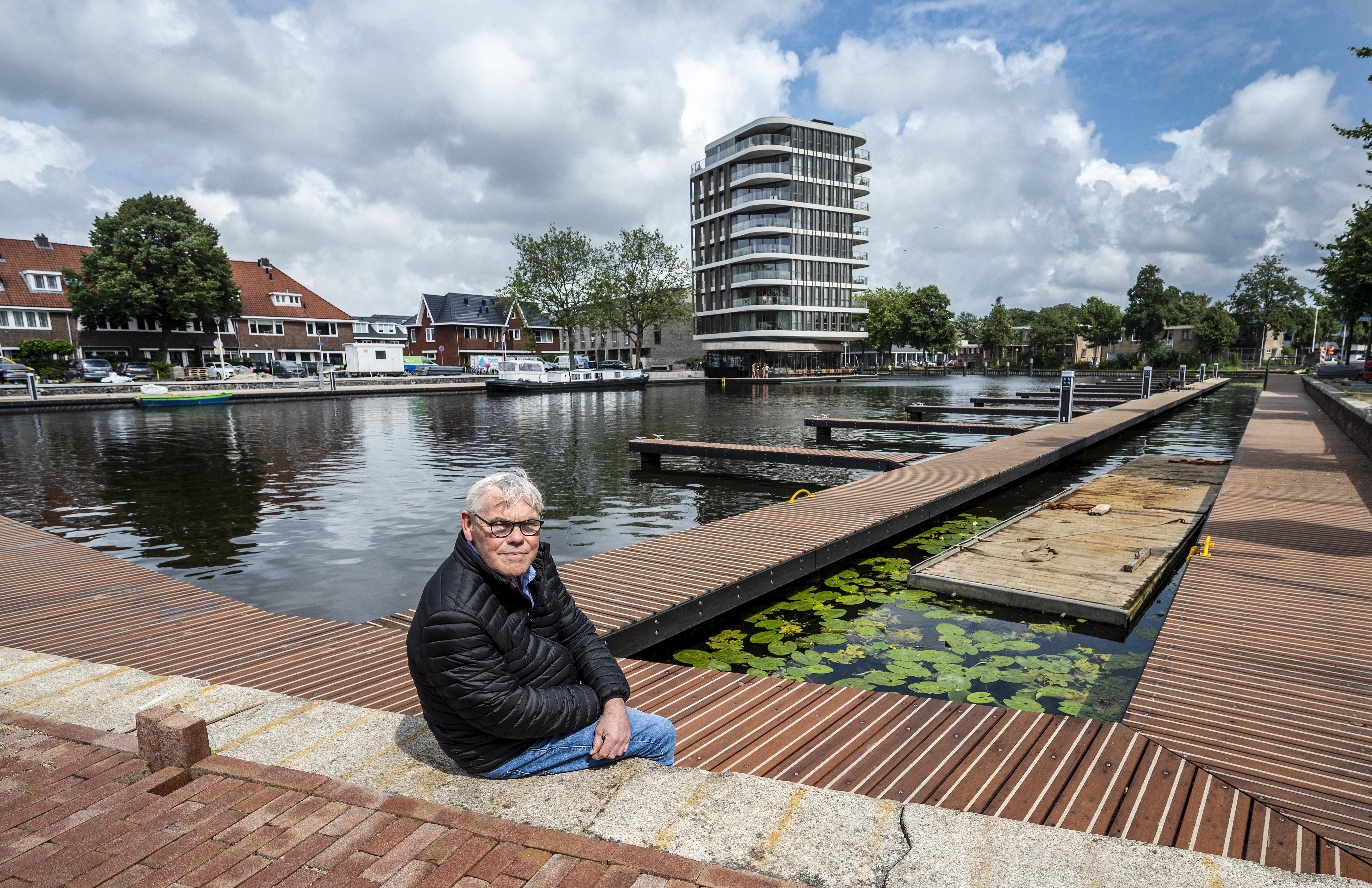 Eenmaal begonnen is stoppen geen optie meer. Harry Opheikens (63) fotografeert sinds 2016 alles rondom de Heemsteedse haven