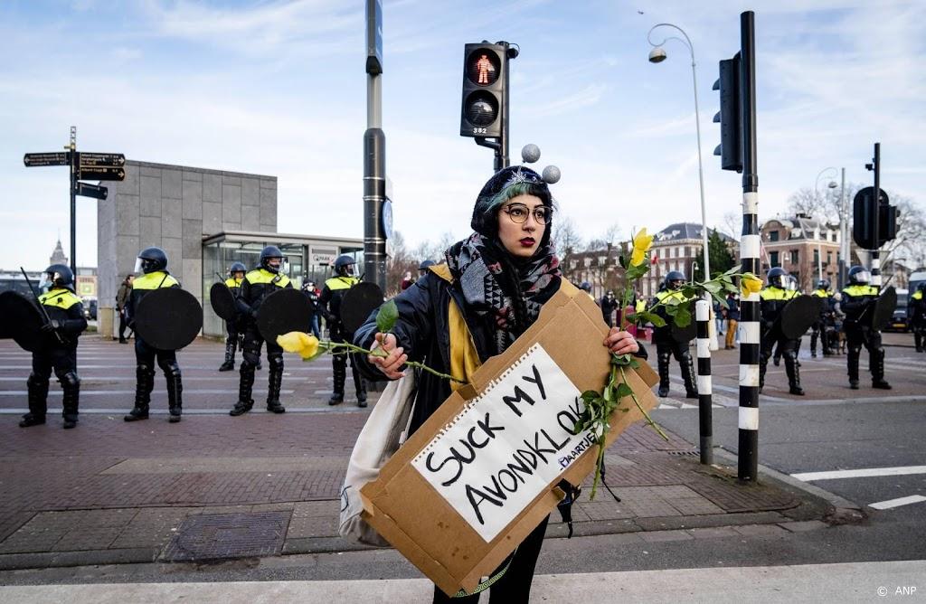 Tientallen actievoerders melden zich weer op Museumplein