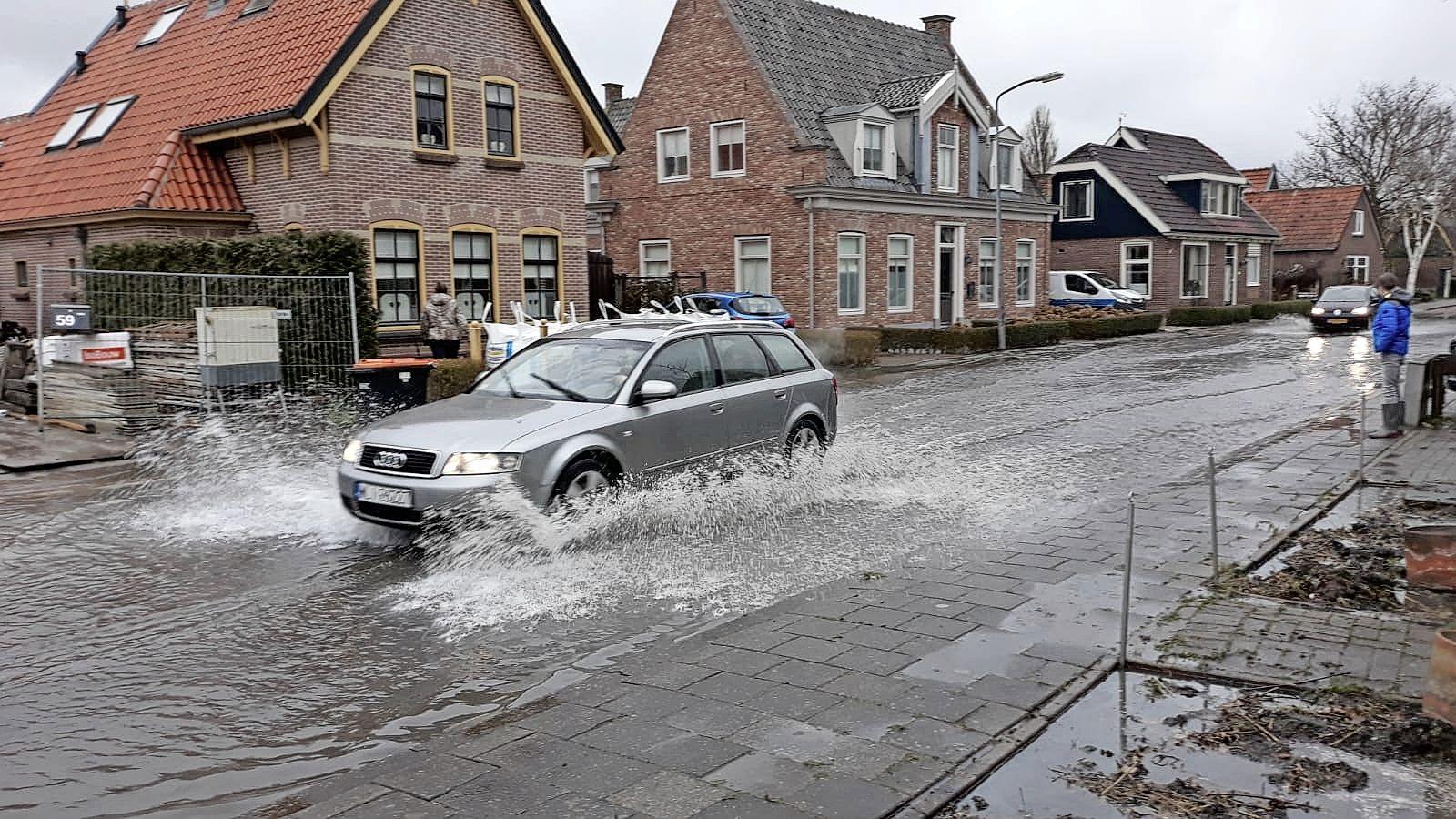 Berkhout staat blank na breuk in de waterleiding door te zware heistelling, zestig huishoudens zonder drinkwater [update]