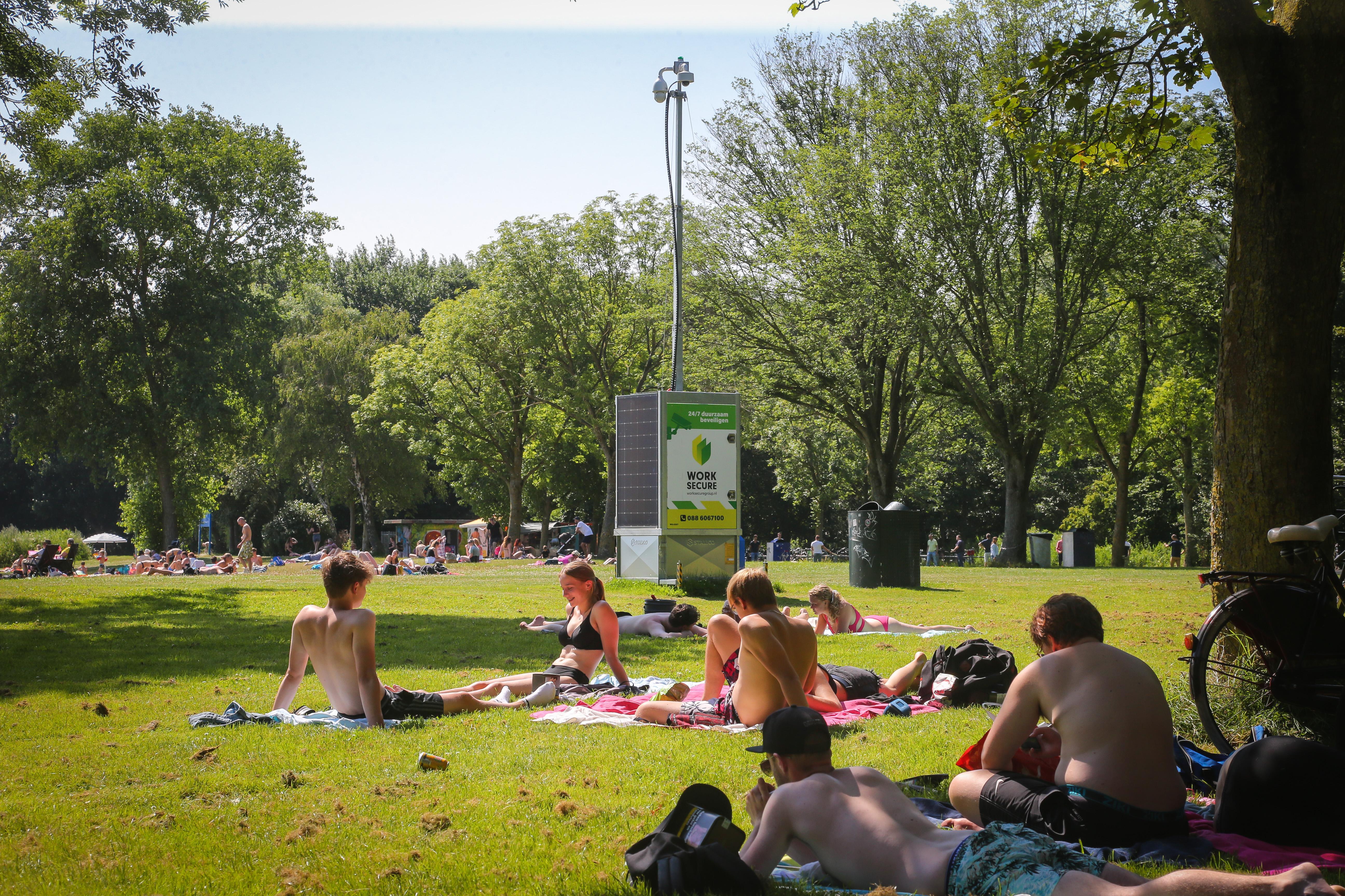 Camerastations en handhaving in Hoorns Julianapark werpen vruchten af: 'Sfeer is nu een stuk beter'