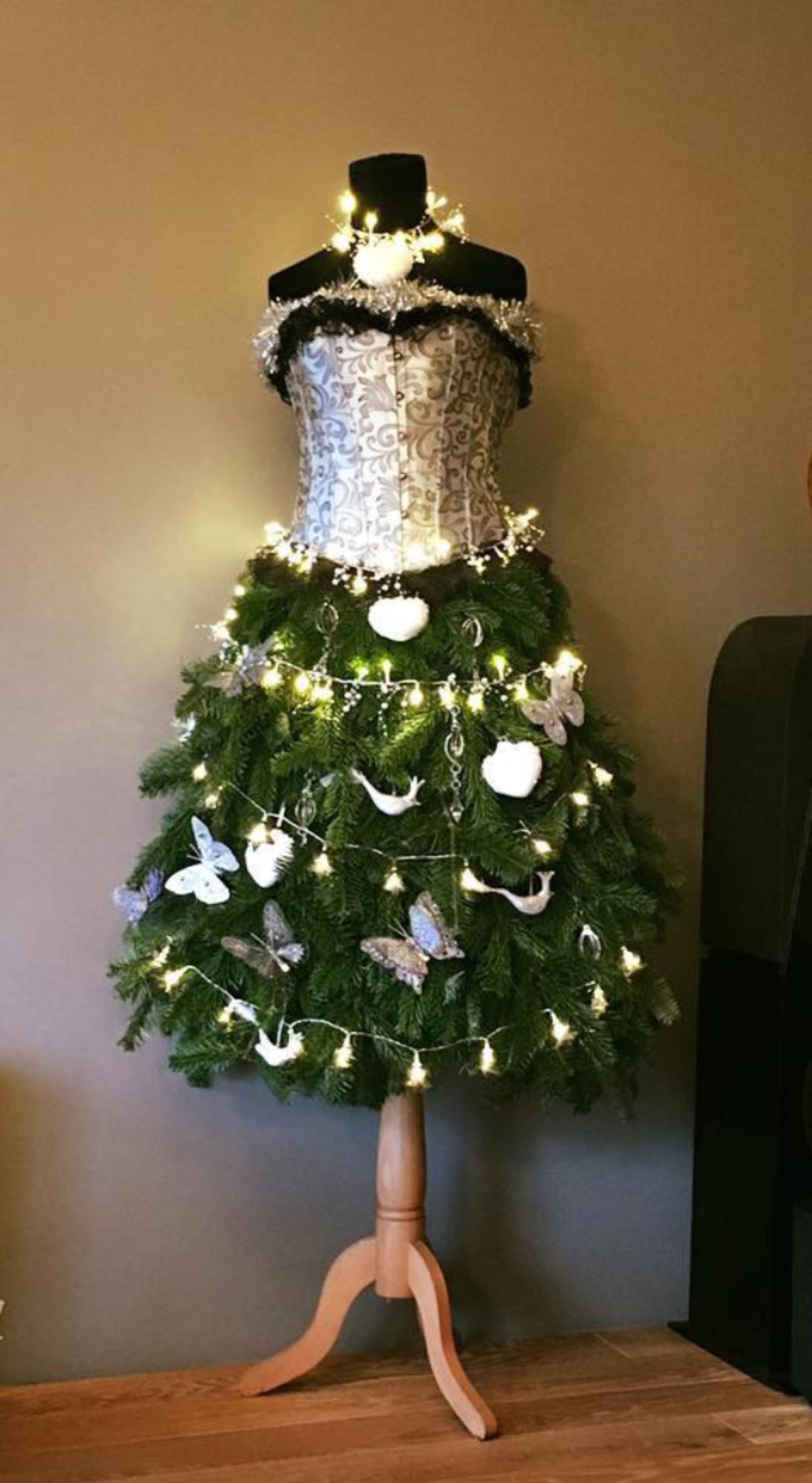 Nieuw De kerstboomtrend van dit jaar... is een paspop | Vrouw | Telegraaf.nl FQ-11