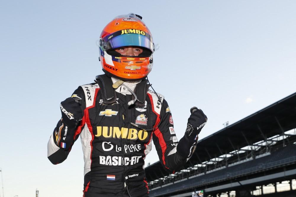 Rinus van Kalmthout pakt eerste podiumplaats in IndyCar: derde in Indianapolis [video]