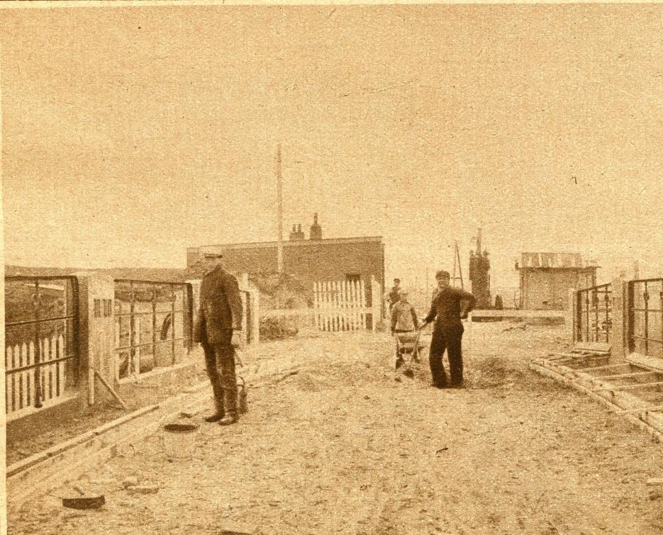 De Rooie brug aan de Huisduiner Straatweg, ook voor de rouwstoet naar het kerkhof