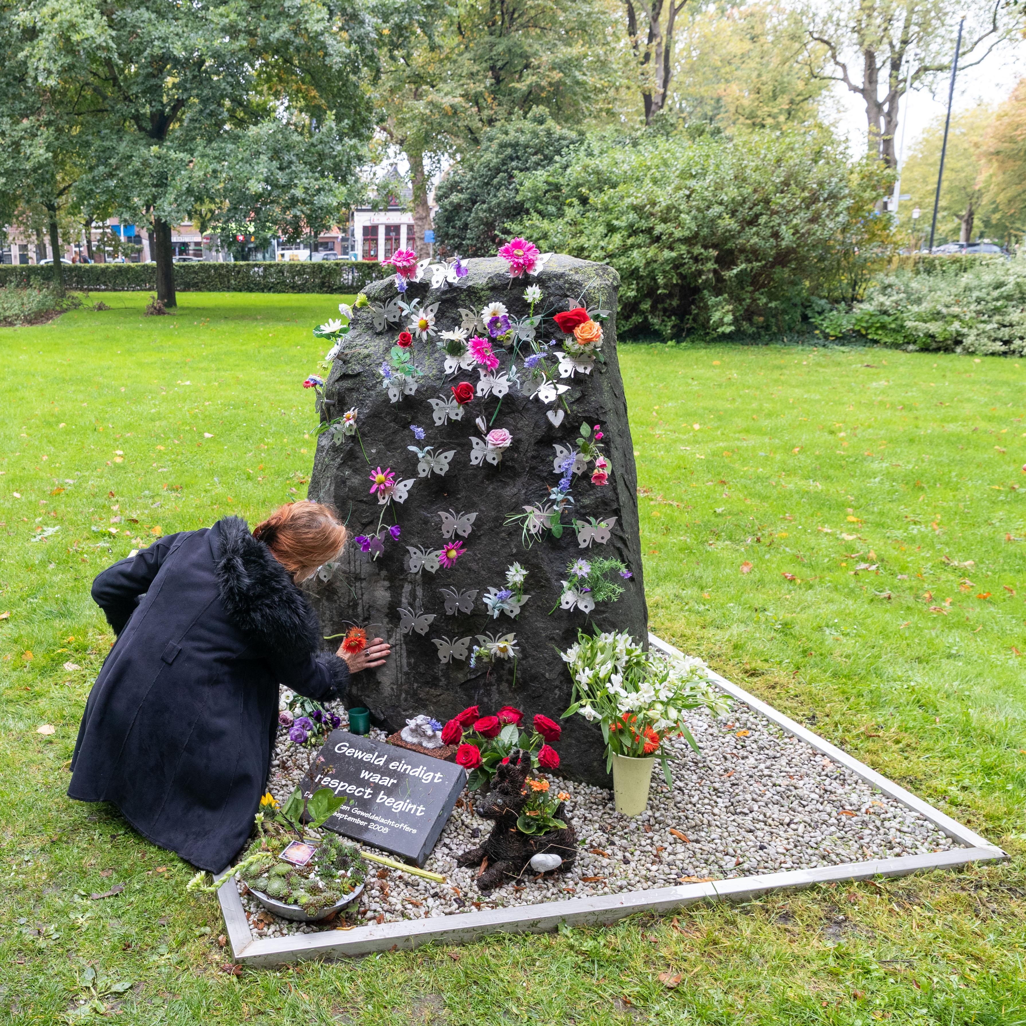 Naam van in 2002 vermoorde Hilversummer Martien van der Meijs toegevoegd aan monument Vlinderrots in Hoorn