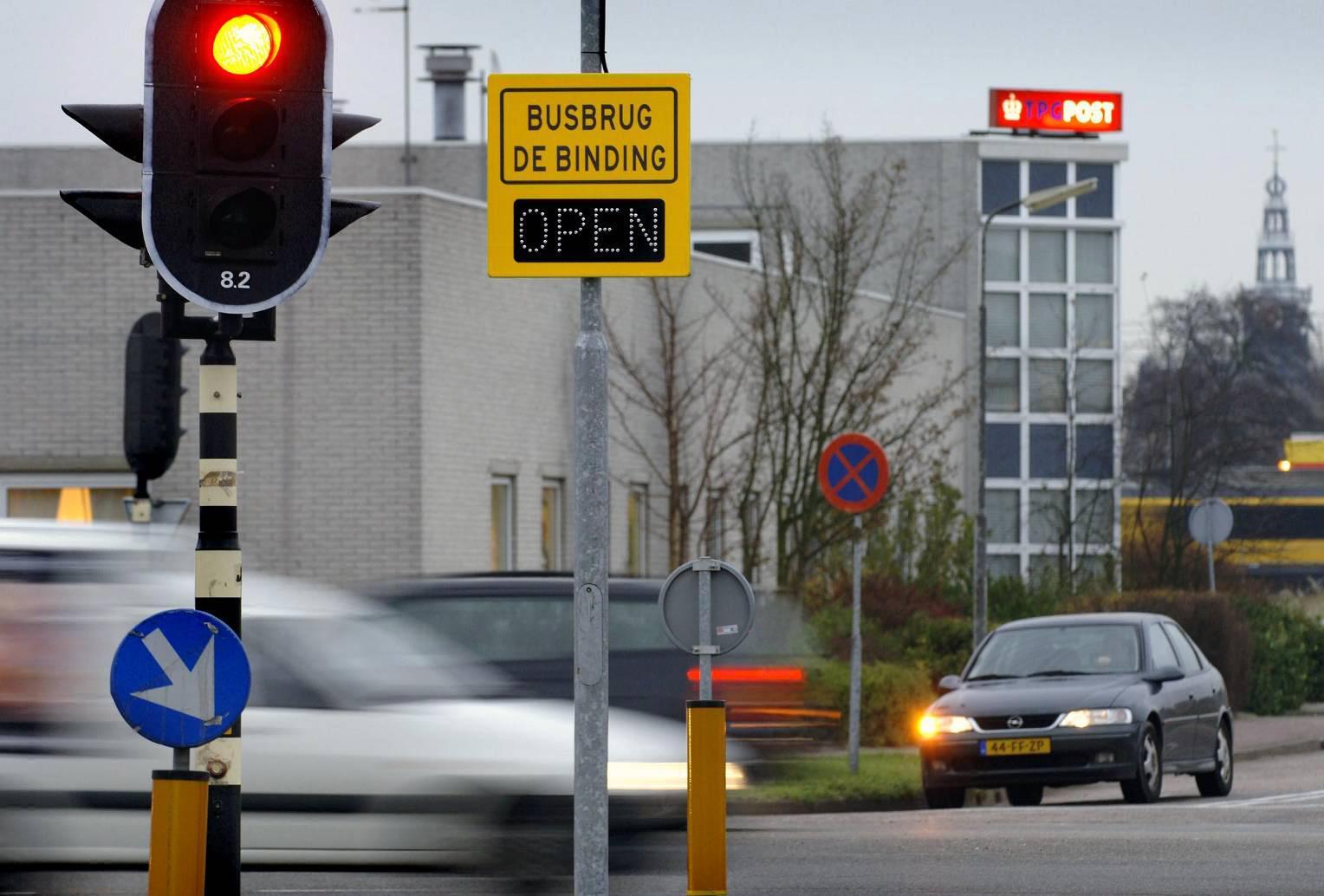 Westerkoog krijgt wat de Zaanse wijk vreest: busbrug open en verkeer door de wijk
