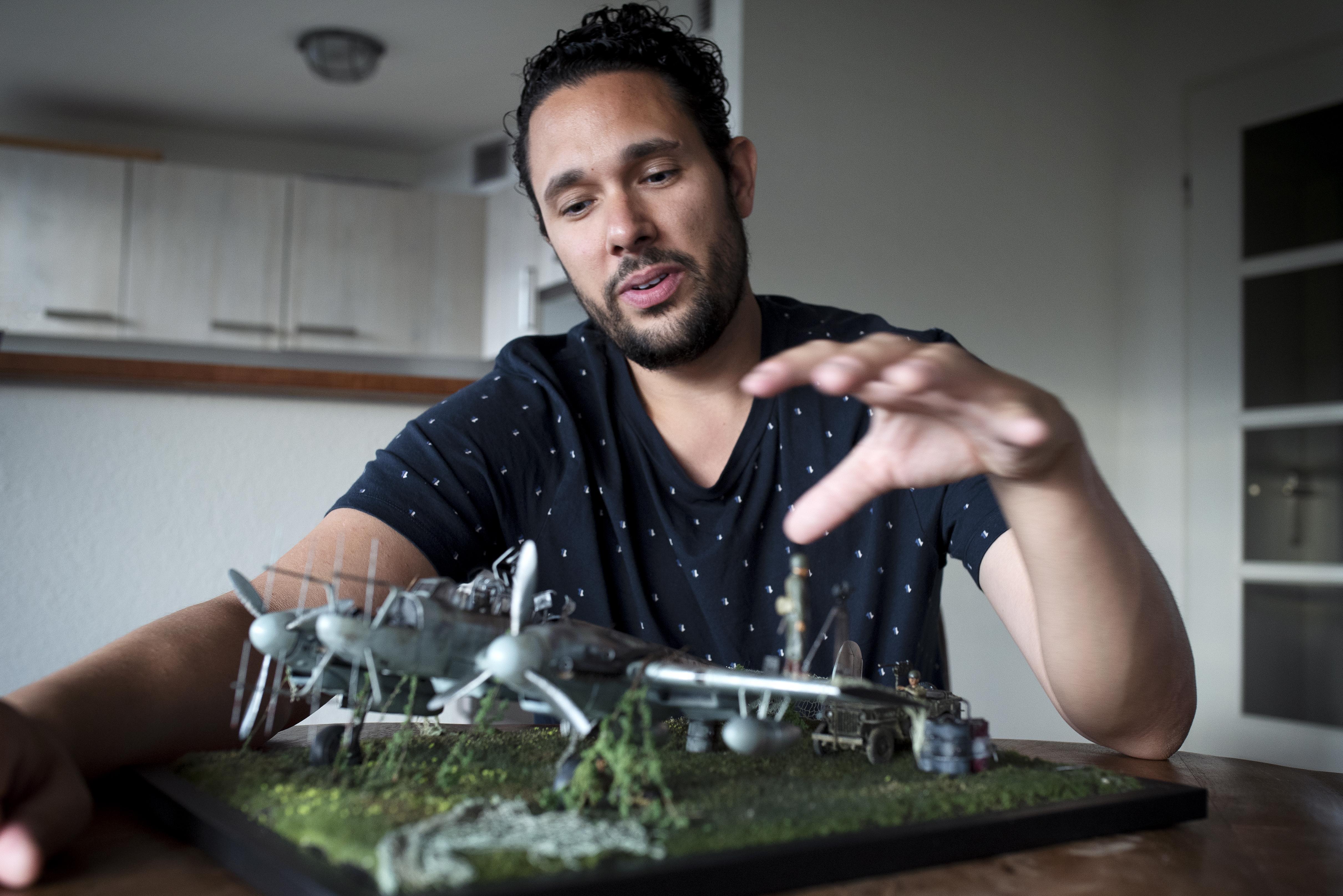 Modelbouwer Rowdy Springintveld uit Beverwijk vertelt oorlogsverhalen met zijn diorama's: 'Het moet allemaal kloppen'
