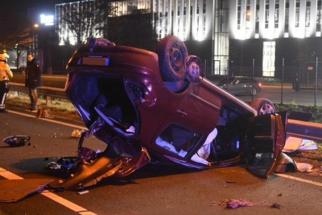 Ravage op A44 na eenzijdig ongeval, automobiliste naar ziekenhuis