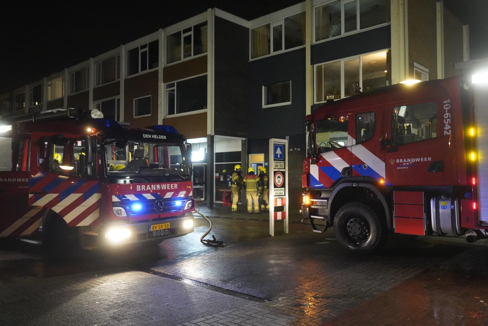 Brand in supermarkt aan Marsdiepstraat in Den Helder; meerdere appartementen ontruimd
