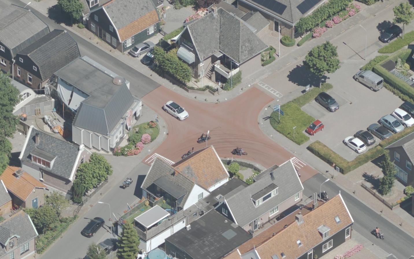 Koggenland laat berucht kruispunt in Avenhorn onderzoeken: 'Auto's, trekkers, fietsers, alles komt elkaar hier tegen'