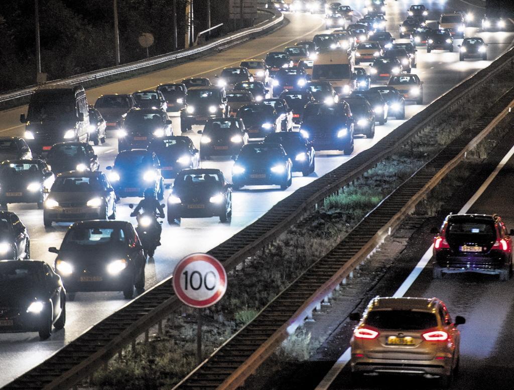 Ongeluk op A10 bij Coenplein, verbindingsweg naar A8 dicht [update]