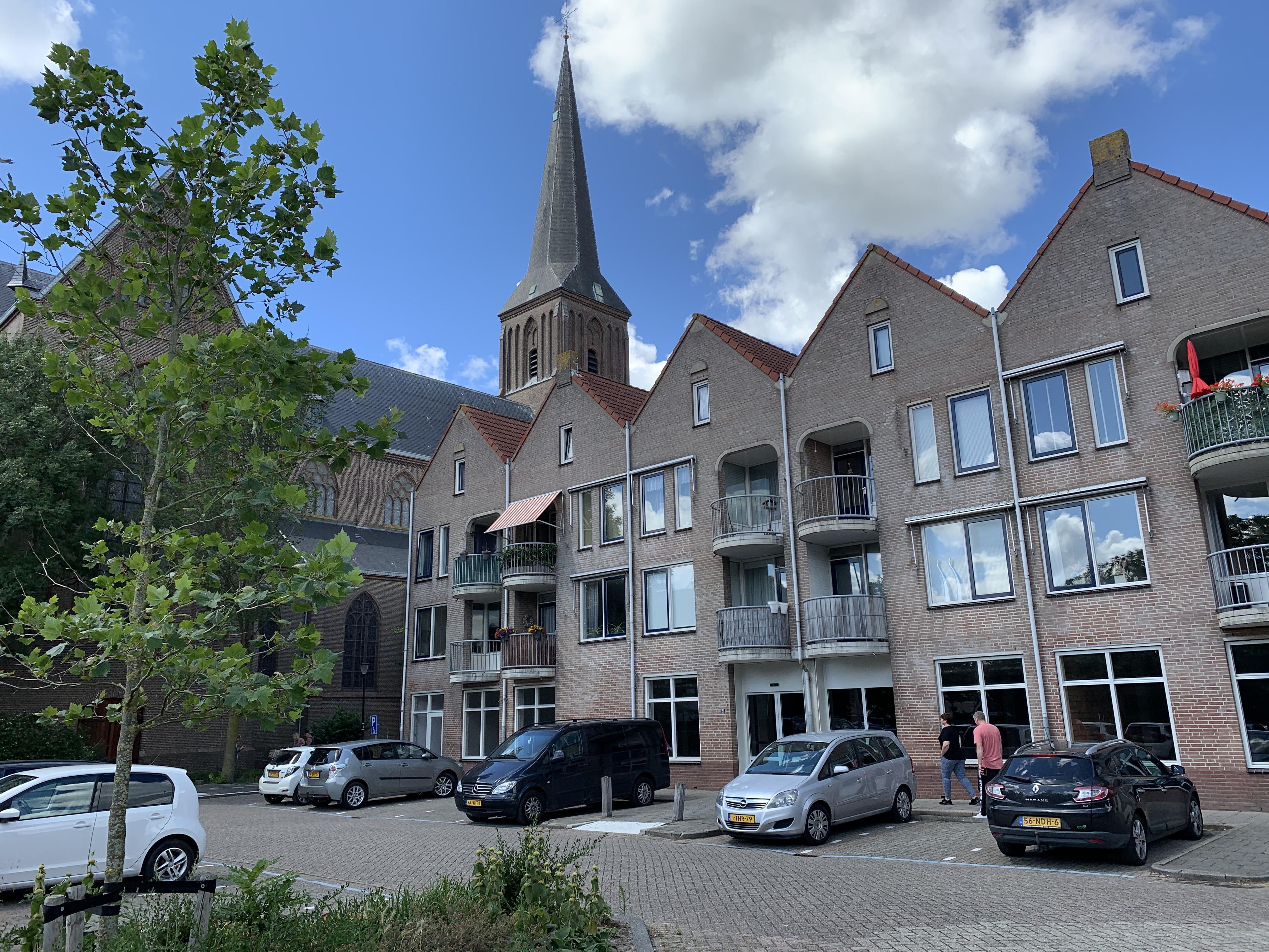 'Kale boel' bij verlaten Deen-pand in Schagen; Brabantse eigenaar blijft zoeken naar huurkandidaat