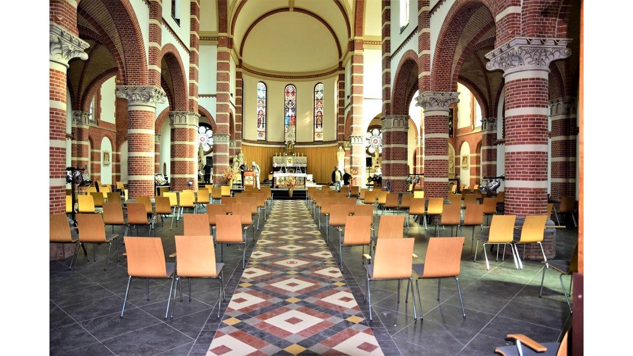 De Corneliuskerk in Limmen is bijna af, Allerzielen wordt er al gevierd