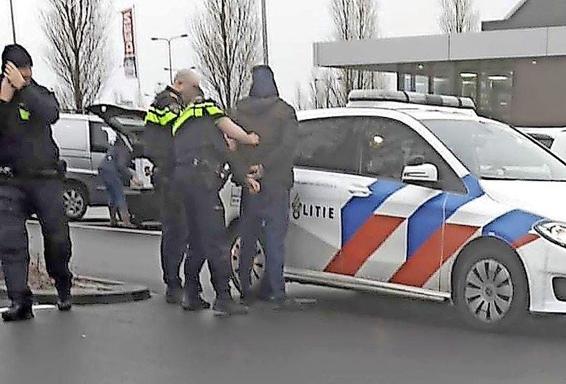 'Verkeershufter' uit Julianadorp opgepakt op verdenking van babbeltrucs in 't Gooi