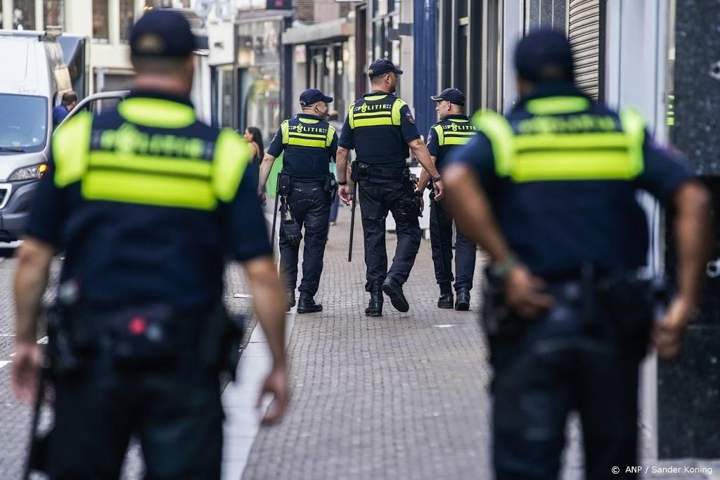 Politie Bussum grijpt in bij op straat feestende jongeren