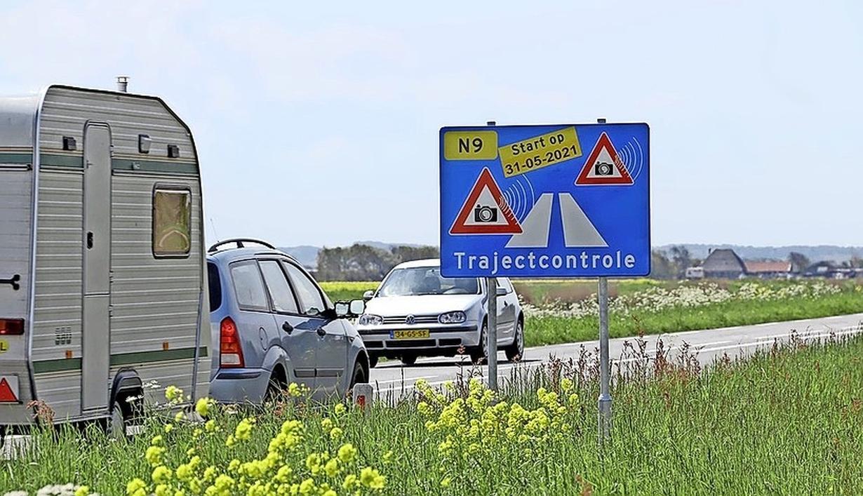 De trajectcontrole op de N9 zou op 31 mei volledig van start gaan, maar een van de palen is nu al 'zwaar beschadigd door vandalisme'