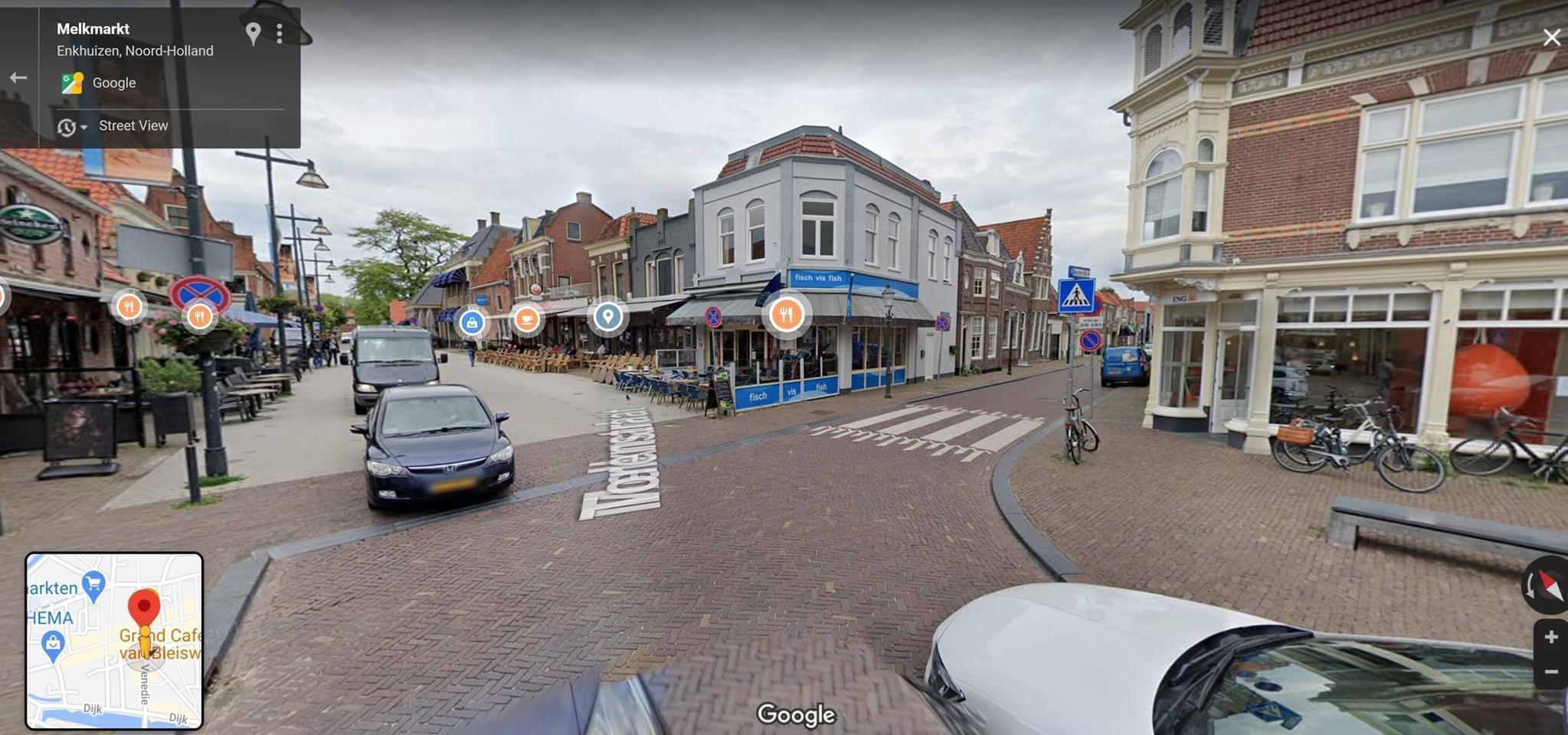 Gemeente Enkhuizen haalt hekken terrassen Melkmarkt weg, na vijf maanden afsluiting: 'Ze hoeven niet meer terug, straks is er toch geen horeca meer'