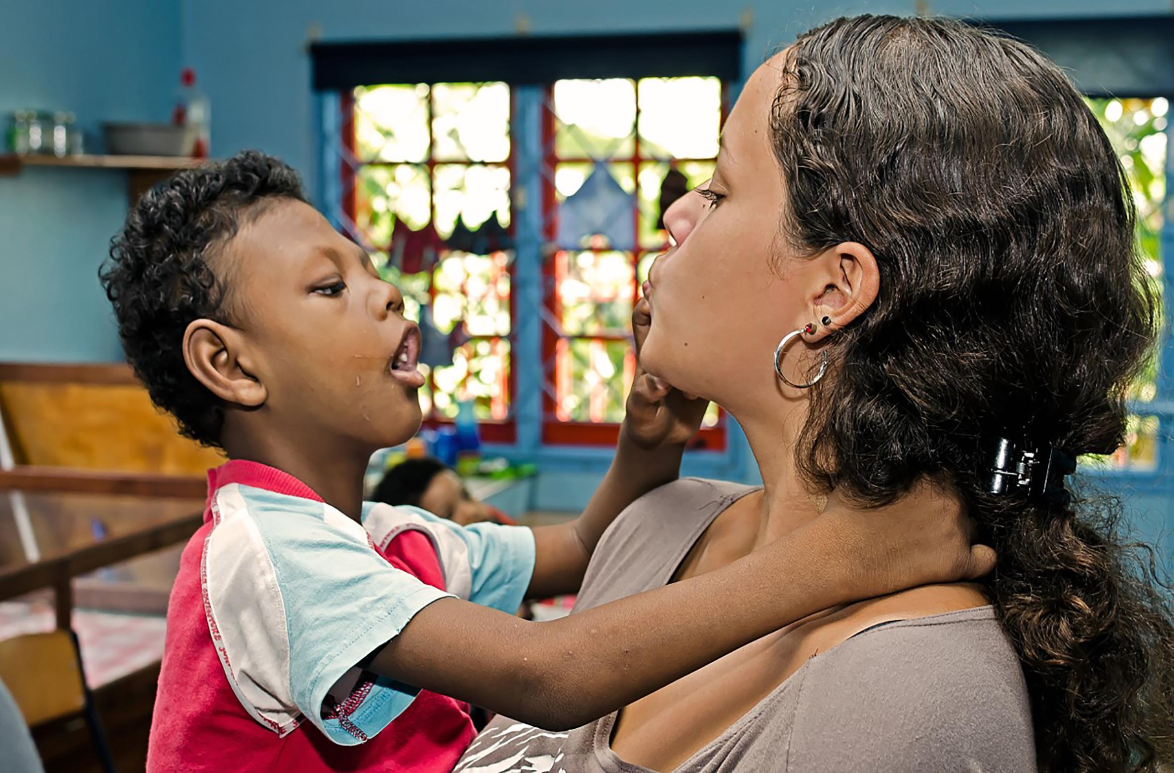 Zaandamse Sana zoekt geld voor verstandelijk beperkte kinderen van Anniecrèche in Paramaribo