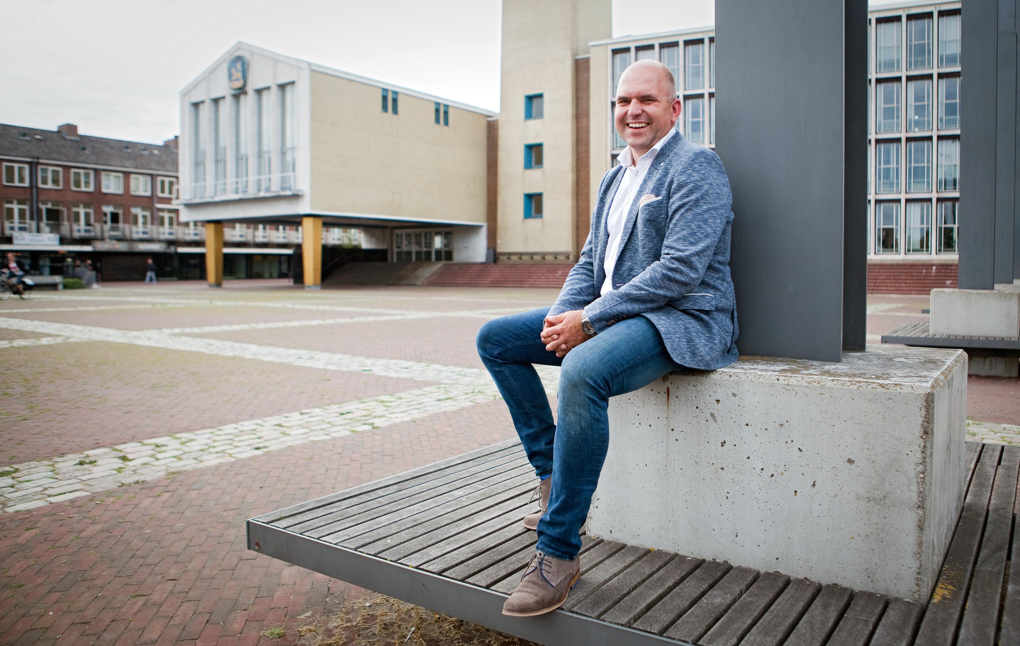 'Ik geloof er niet meer in dat Den Haag ons nog komt redden', zegt wethouder Jeroen Verwoort van Velsen