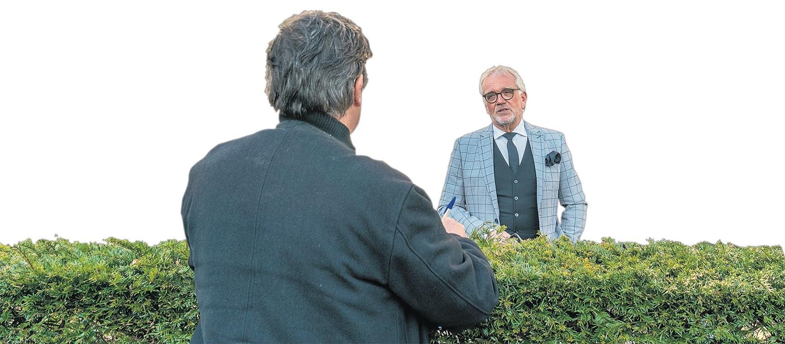 Burgemeester Bruinooge van Alkmaar gaat wel persoonlijk feliciteren, maar lintjes speldt hij later pas op