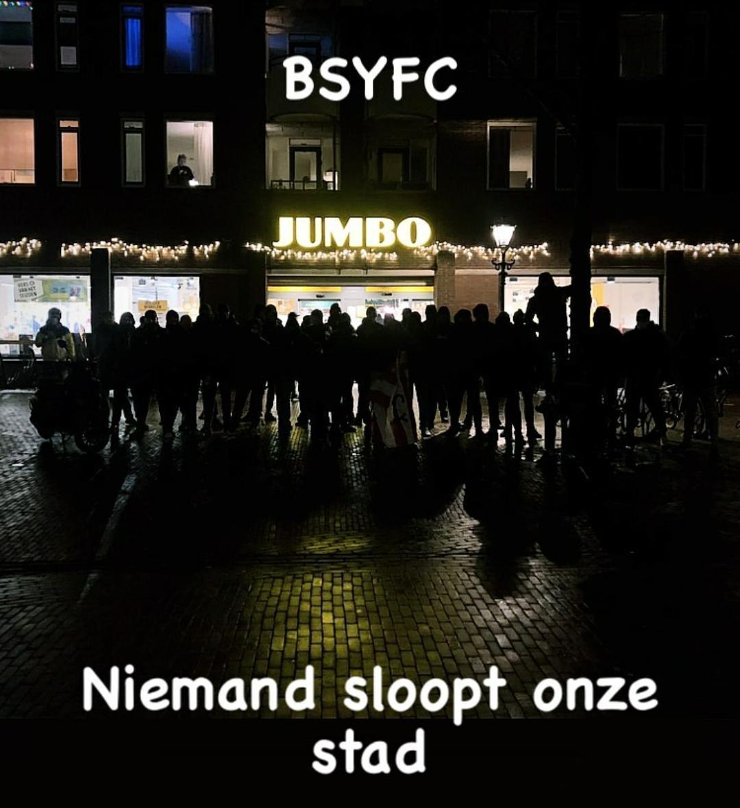 Onlusten in Alkmaar blijven uit. De Ben Side Youth van AZ stond klaar om plunderaars een warm onthaal te geven. 'Niemand sloopt onze stad' [video]
