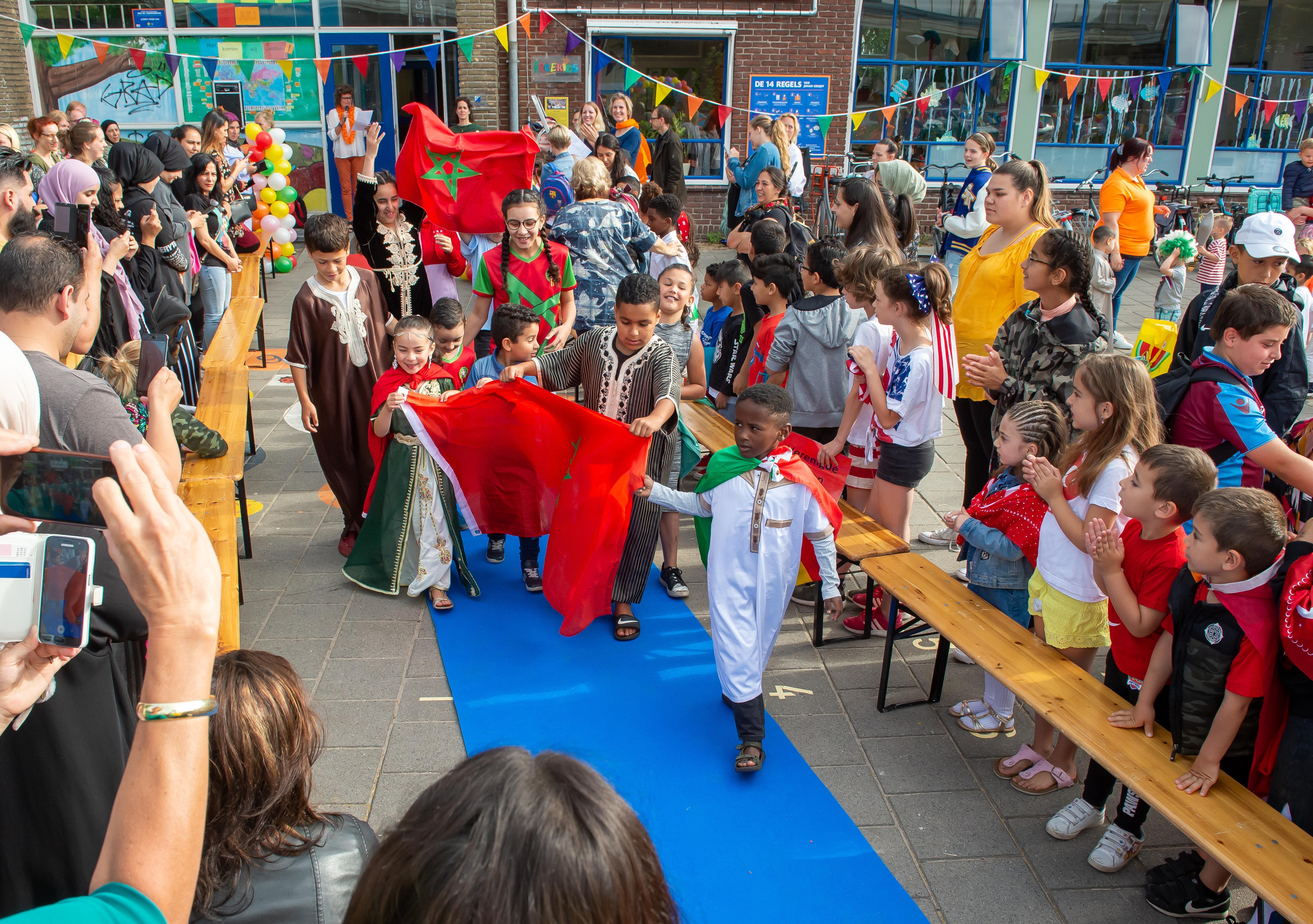 Kinderen van Lindenboomschool Koog aan de Zaan zijn trots op hun land en hun school