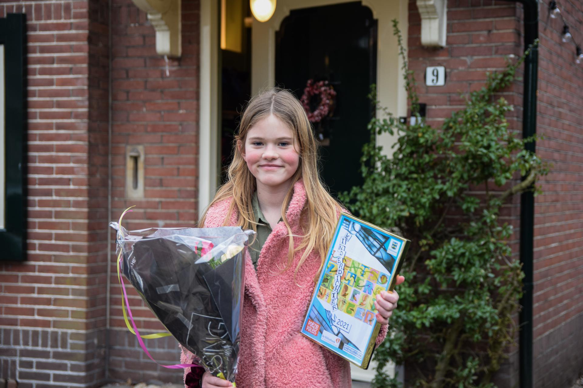 Met gedicht over de dood van een dierbare verovert Pander Docters van Leeuwen de titel eerste Hilversumse Kinderdichter