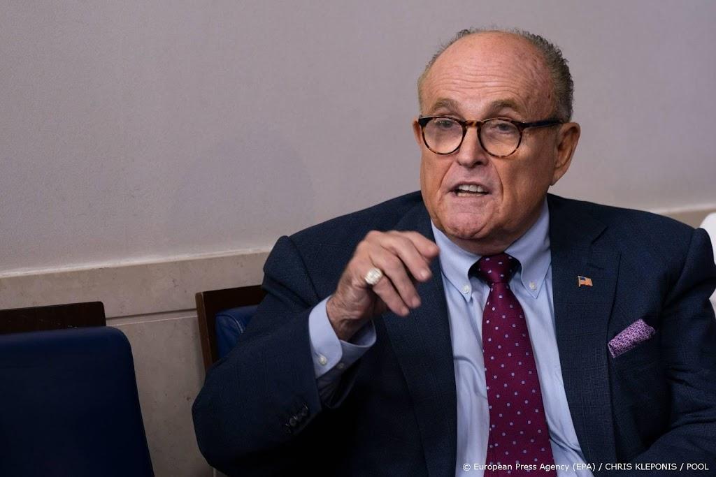 Aanklacht tegen Trumps advocaat Giuliani voor laster