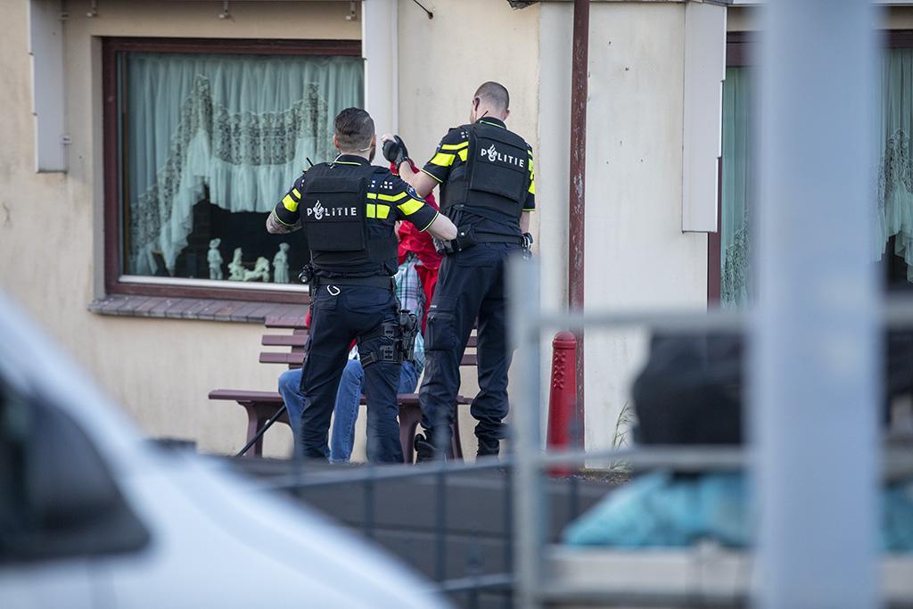 Schietpartij in Lijnden: Hoogbejaarde bewoner die overhoop ligt met zijn buren gebruikte alarmpistool [video]