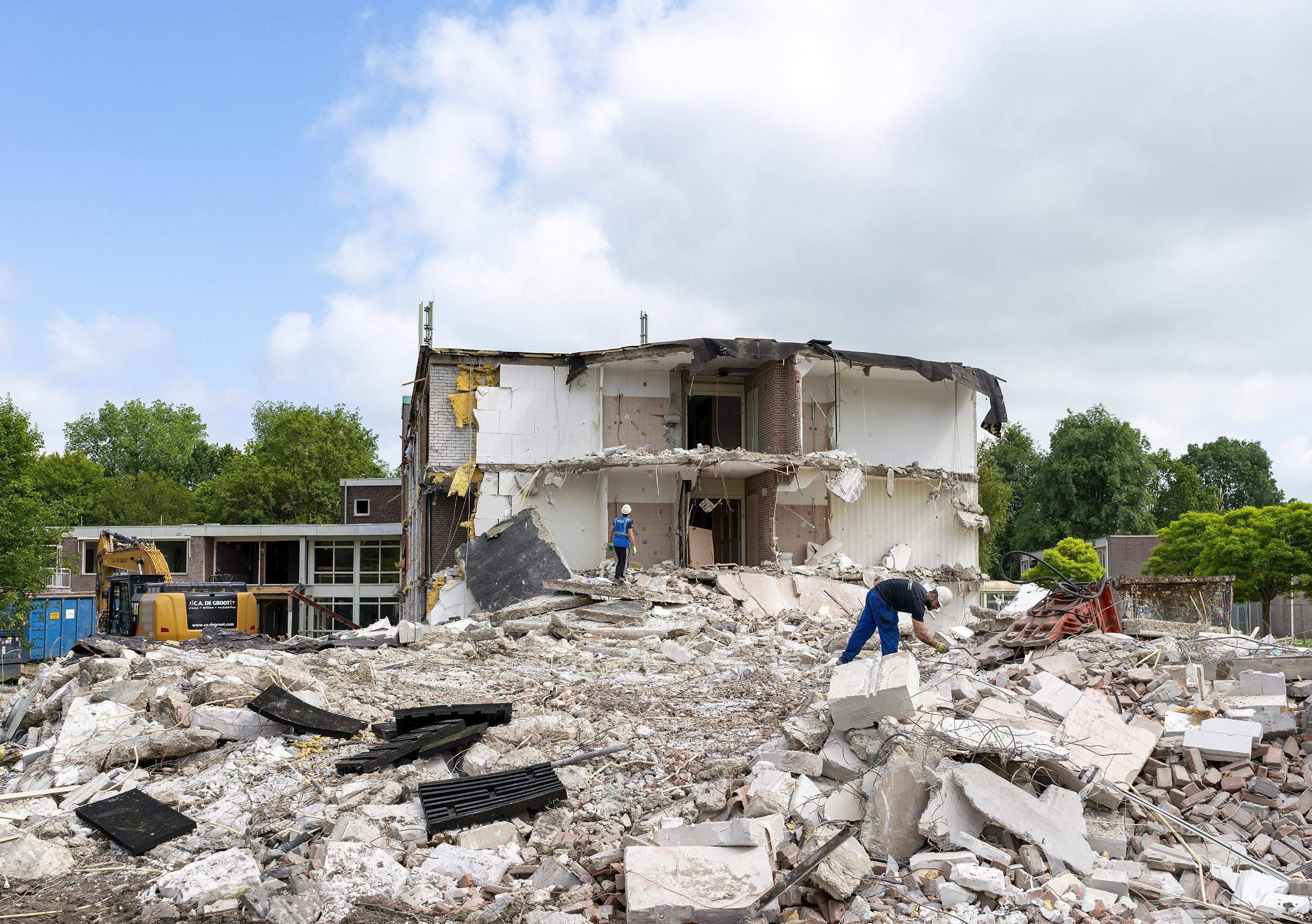 Van woon-zorgcentrum Hugo Oord resteert weinig meer dan gruis en puin. Op die plek in Heerhugowaard zullen appartementen verrijzen