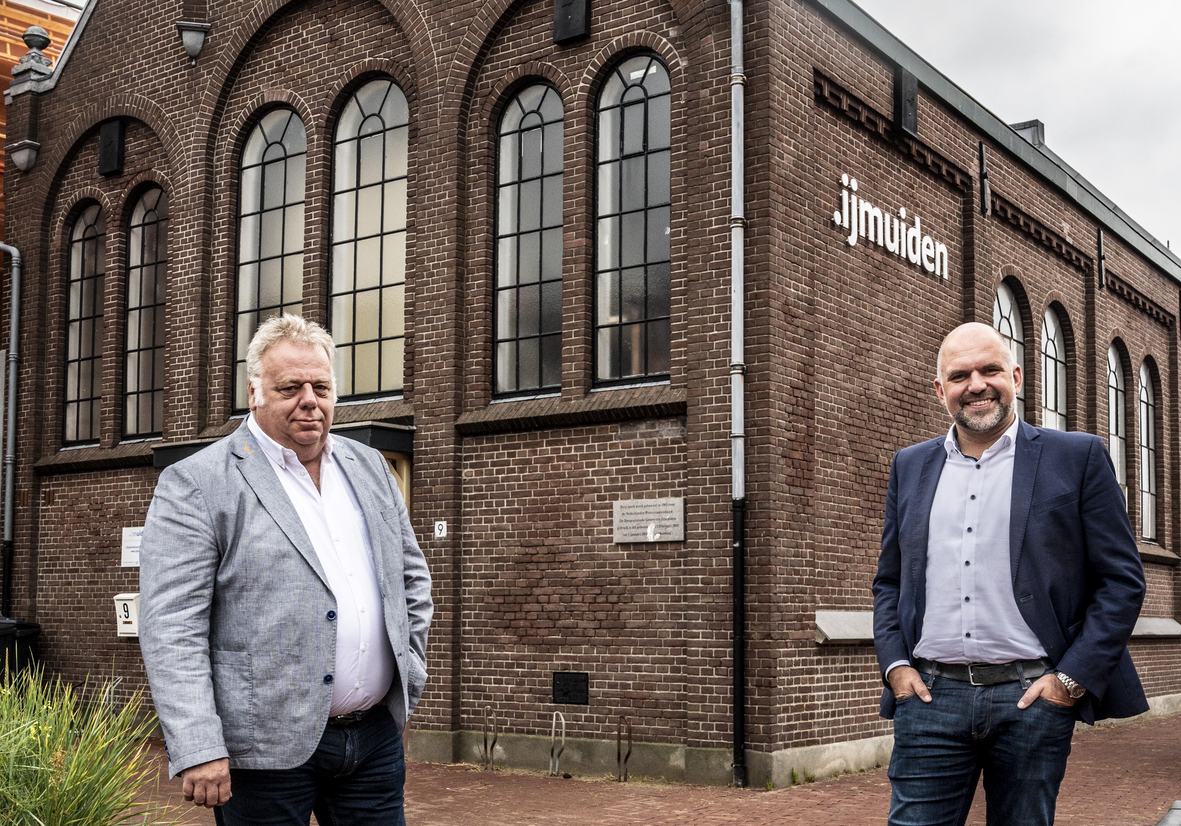 Stadspromotie verder gepromoot. Wethouder Jeroen Verwoort en 'nachtburgemeester' Bas Kuntz verklaren Velsen - pardon, IJmuiden de liefde