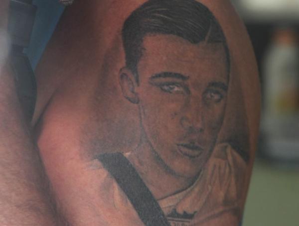 Vaak Vader Nick Bood zet tattoo van overleden zoon | Binnenland #IM84