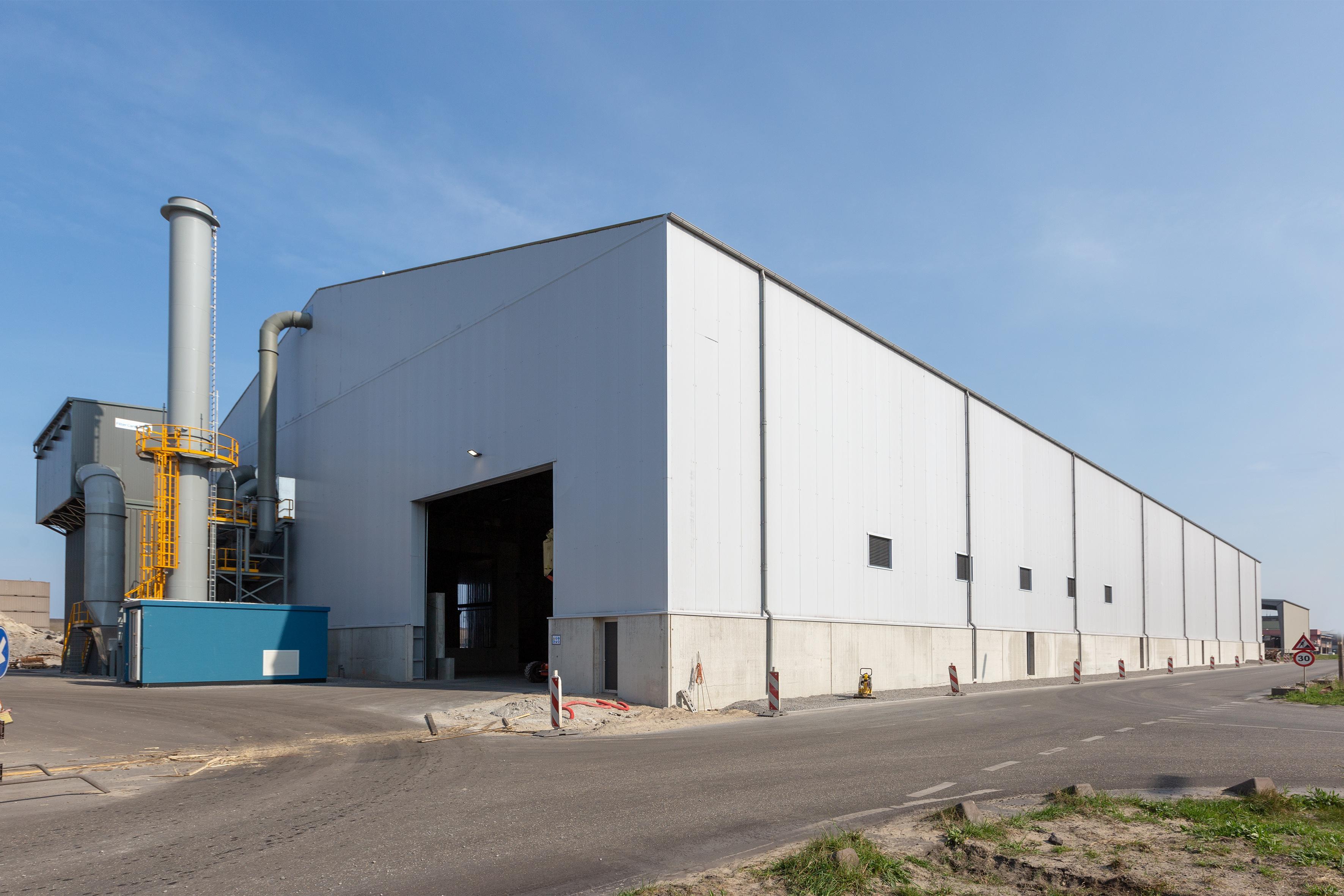 Nieuwe fabriekshal die grafietoverlast door Harsco in IJmuiden moet voorkomen is klaar