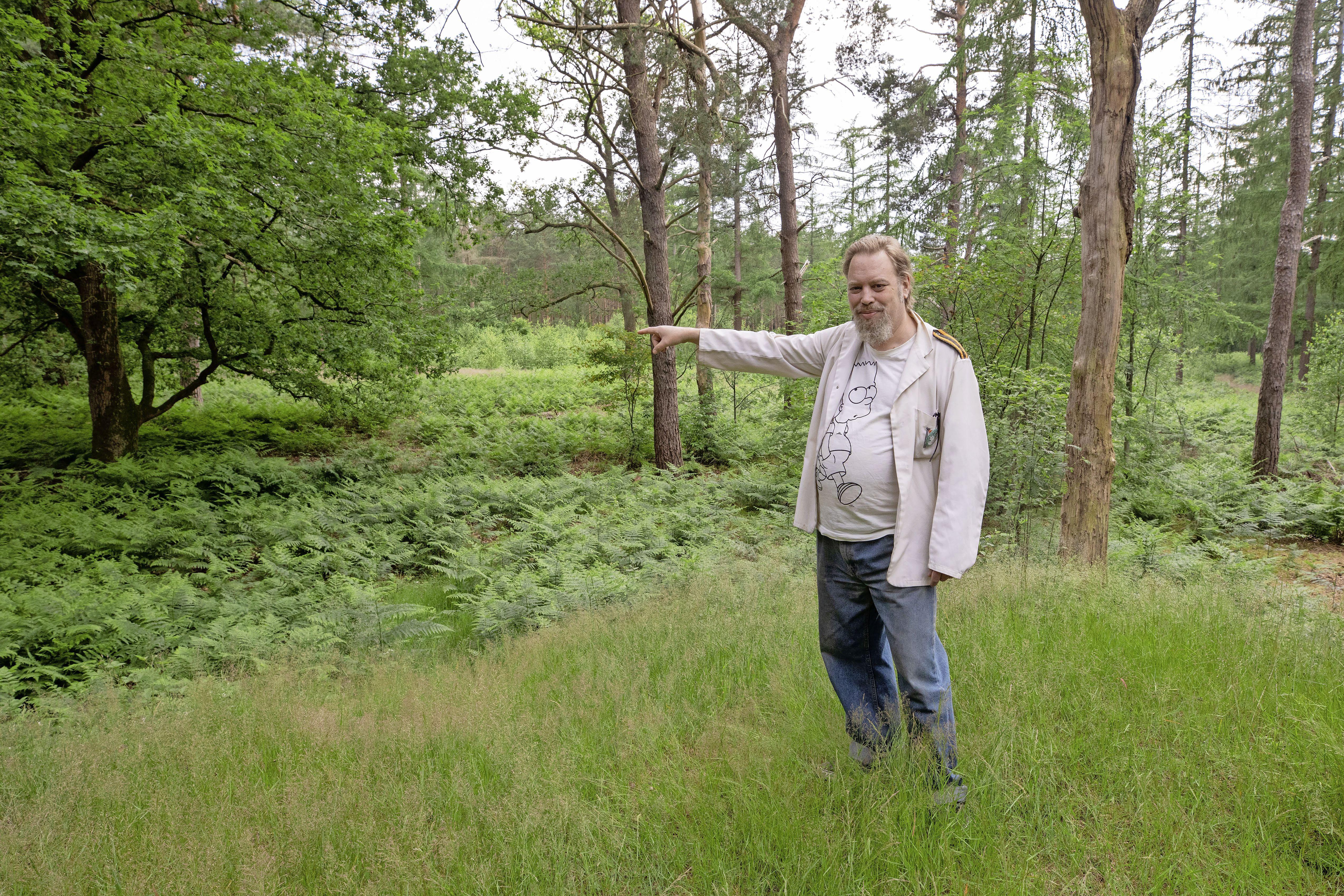 Hoe Yankel de 'Heilige Graal' vond in het Vuursche bos, of: Hoe Lage Vuursche in de verkeerde provincie kwam te liggen; Hilversumse archeoloog lost eeuwenoud raadsel op