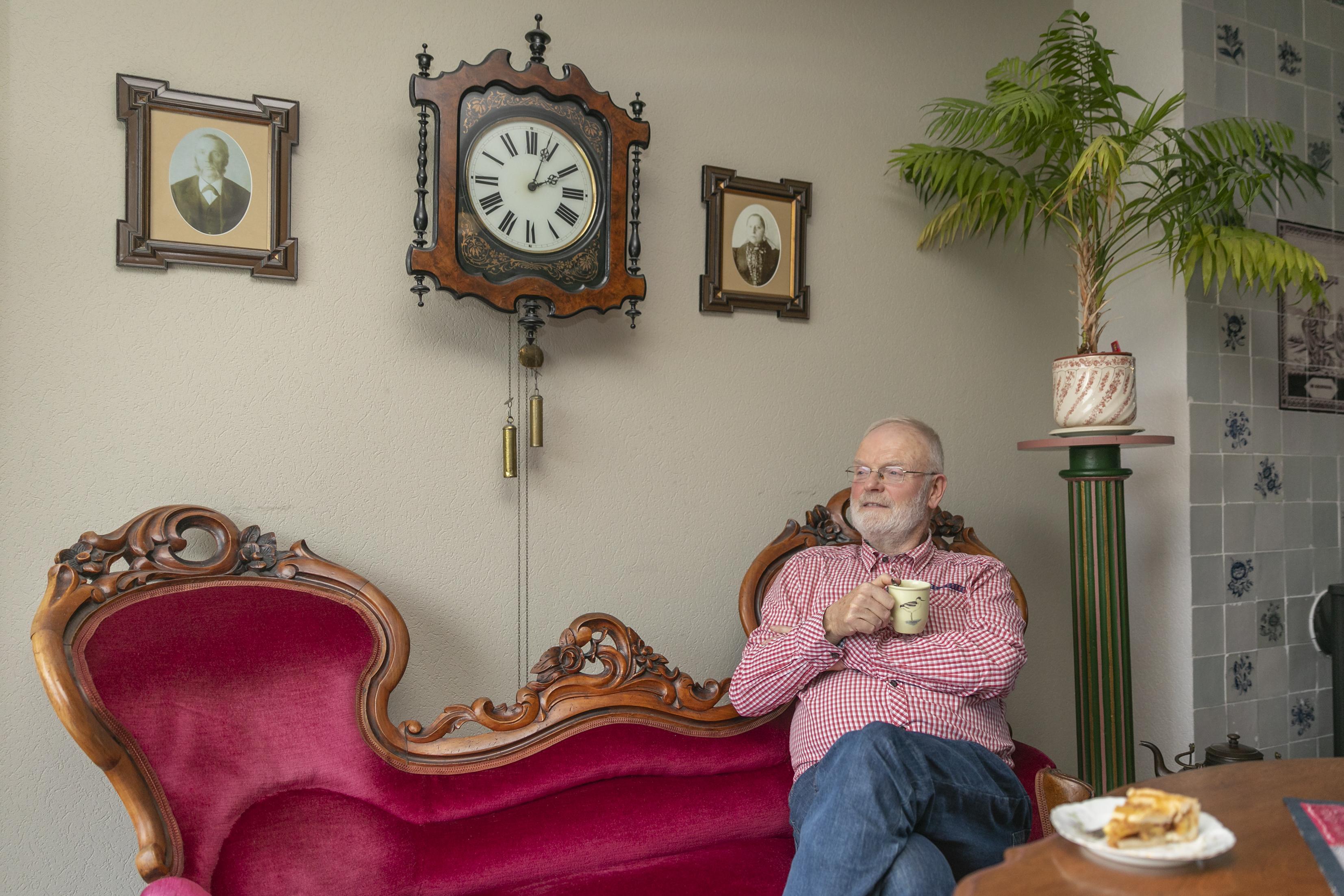 'Ik heb heimwee naar de oude tijd en helemaal niks met deze tijd'. Meester Gerrit Gerrits vertelt graag over vroeger