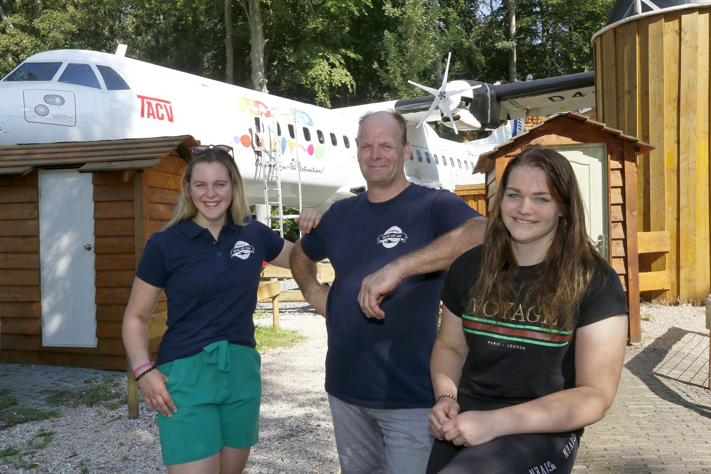 MiG-gevechtsvliegtuig nieuwe kampeerattractie op camping Land uit Zee in Wieringerwerf