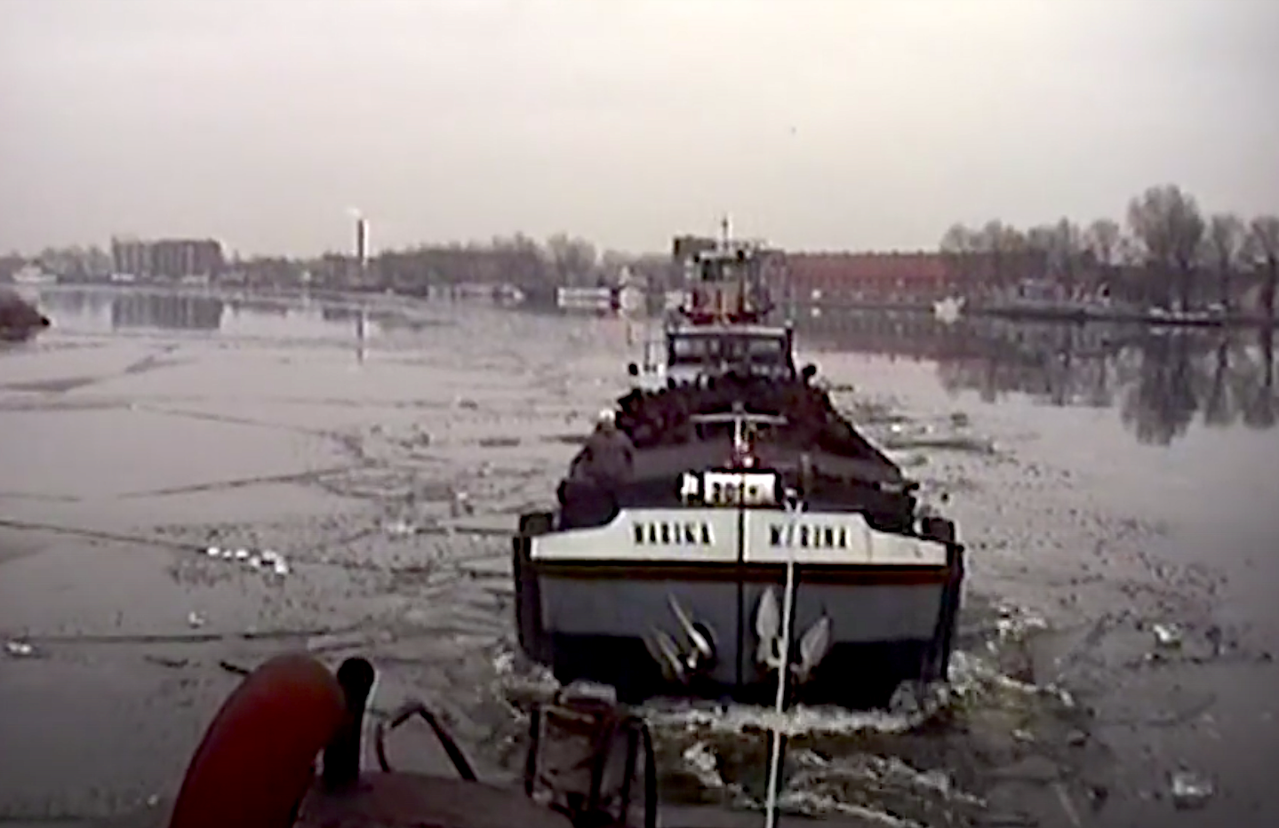 Bewegend Verleden: ijsbreken op het Spaarne in Haarlem, 1997 [video]