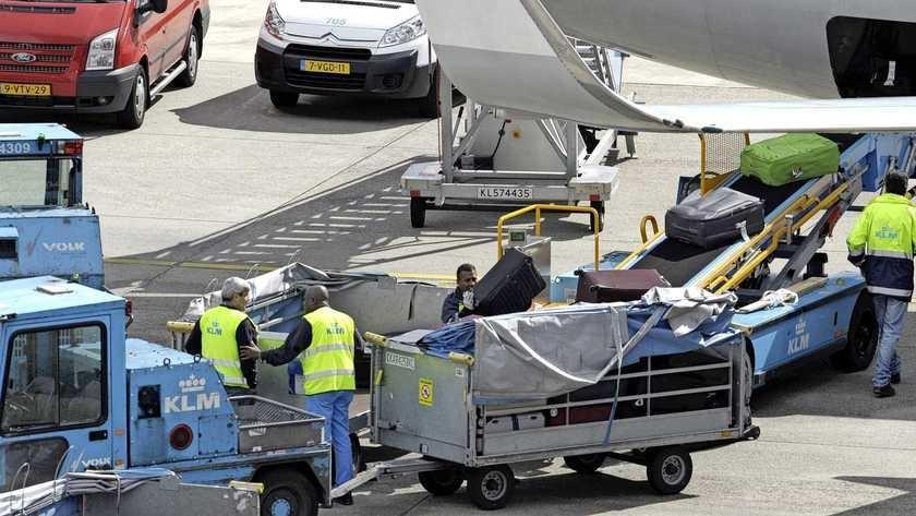 Kofferberg op Schiphol dreigt door tekort aan personeel