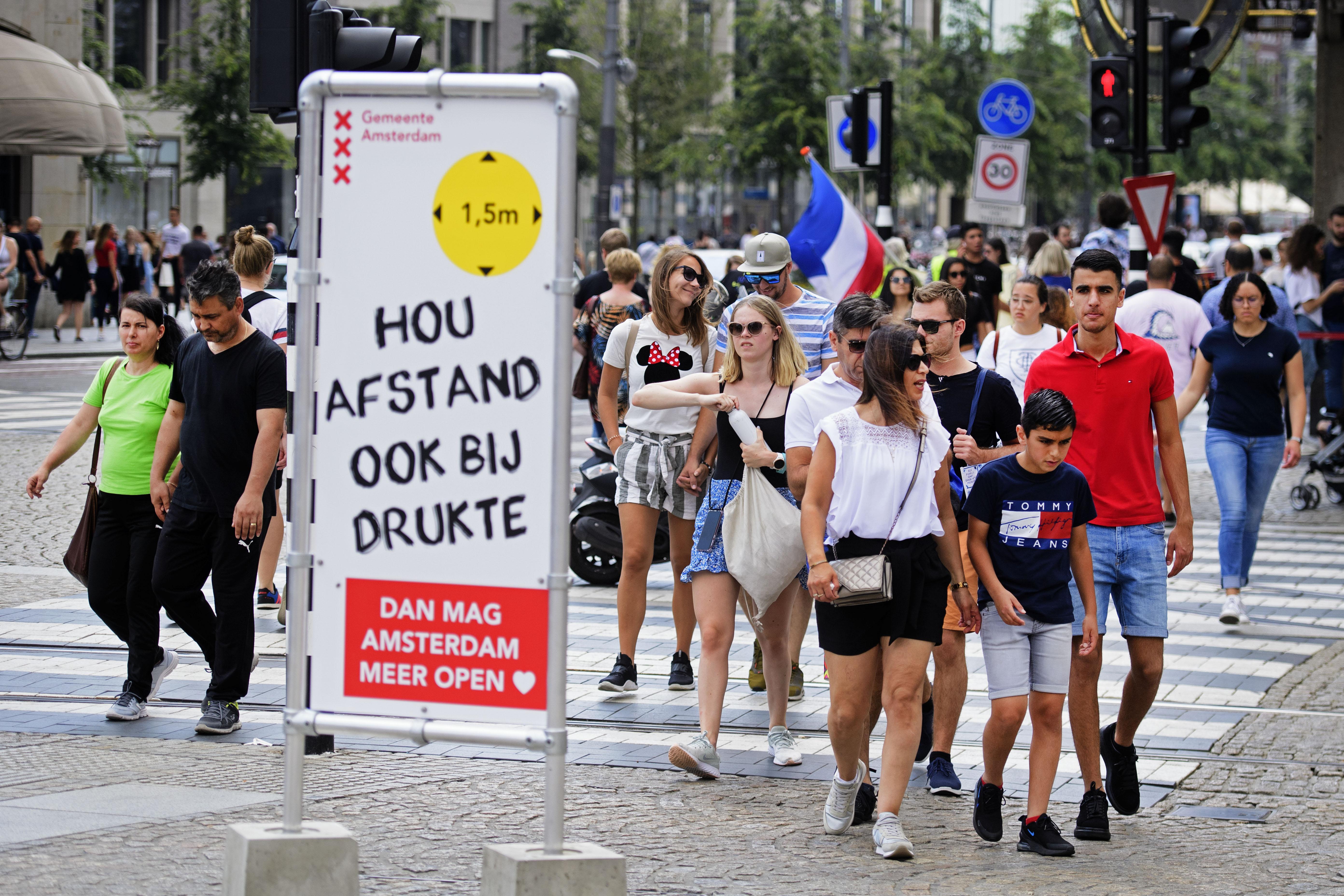 Besmettingsclusters nemen toe in Noord-Holland en Zuid-Holland. 'Jongeren lijken de oorzaak'